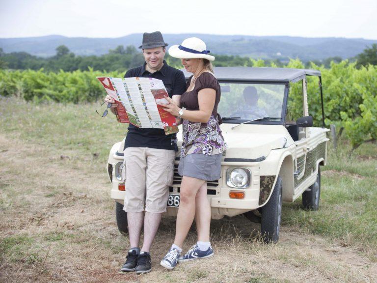 Découverte du vignoble et des Gorges de L'Ardèche en voitures anciennes